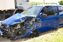 Srážka auta dopravních policistů s kamionem u Hustopečí.