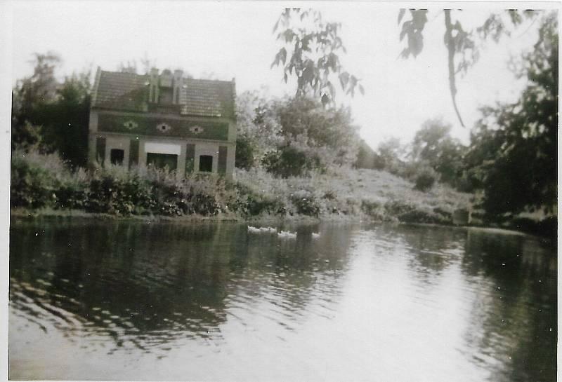 Lisovna u bývalého rybníka v roce 1930.
