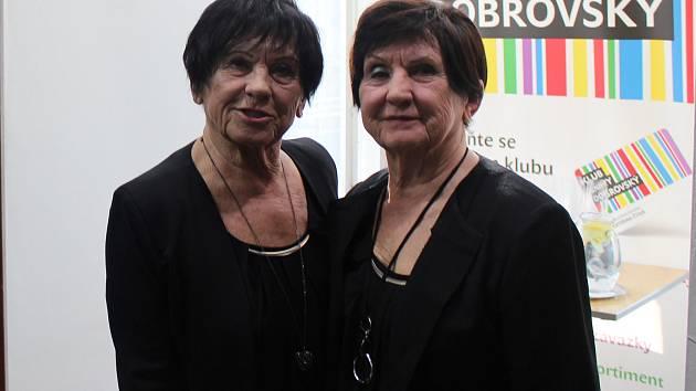 Sestry, dvojčata Jiřina (provdaná Langová) a Hana (provdaná Bubníková) Machatovy hrály v brněnském Národním divadle i reprezentovaly zemi na mistrovství světa v gymnastice. Věra Staňková o nich napsala knihu.