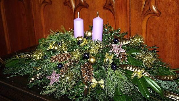 Vánočně vyzdobený Lednický zámek.