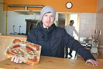 Redaktor Deníku Rovnost Lukáš Ivánek si na den vyzkoušel jaké to je být rozvozcem pizzy.