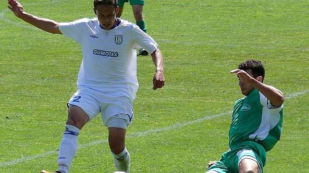 Břeclavský Jaroslav Navrátil (v bílém) míří do nejvyšší nizozemské soutěže.