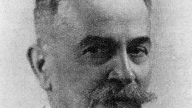 Otokar Šimek byl český literární historik, romanista, středoškolský profesor a překladatel z francouzštiny, autor prvních českých ale nedokončených dějin francouzské literatury. Narodil se v Hustopečích.