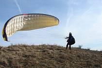 Paraglidi na Pálavě.