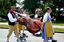 Folklorní slavnosti v Tvrdonicích a Krumvíři se obešly bez deště.