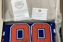 Výherce získá podepsaný dres Wayna Gretzkyho za 238 tisíc korun.