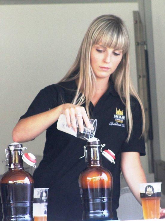 Návštěvníci pivobraní v Mikulově si pochvalovali počasí i nepřeberné množství druhů piv.