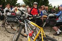 V Novosedlích se v sobotu setkaly stovky nadšenců na kolech, aby zahájily letošní sezónu na cyklotrase Brno-Vídeň.