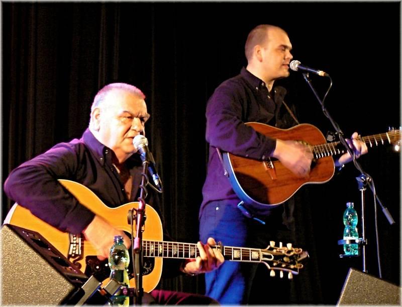Takhle hráli bratři Nedvědové v Břeclavi v březnu před deseti lety.