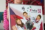 Oblečení i plakáty podepsané českými tenisovými hvězdami.