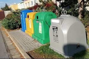 Na deseti místech se v Břeclavi v týdnu objevily kontejnery na kov.