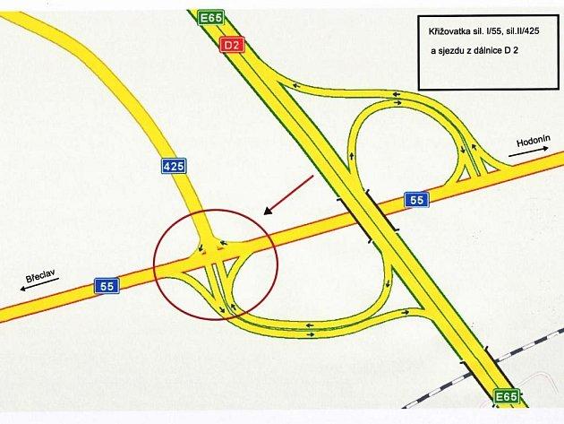 Dalším problémovým místem, kde motoristům hrozí riziko dopravní nehody, je křižovatka při sjezdu zdálnice uBřeclavi a rovněž nájezdu na ni okus dál.