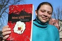 Patnáctiletá Eliška Honzírková z Kloubouk u Brna napsala knihu Štěstí krve.