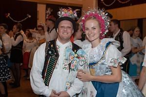 Krojový ples se v Hustopčích konal už pojedenadvacáté. Na snímku první stárkovský pár Jiří Gajda a Jana Dvořáková.