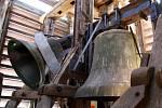 Kostelní věž a zvony ve Velkých Pavlovicích.