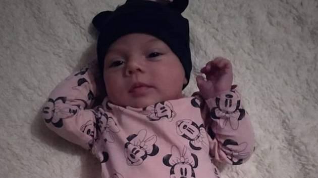 Operátorka s otcem zachránili měsíční holčičku Lauru.