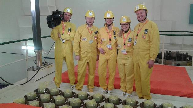 Specialistka jaderné bezpečnosti Karolína Osičková s kolegy v jaderné elektrárně Dukovany.