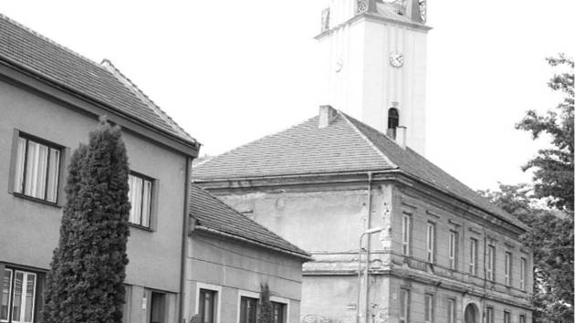 Radnice v Podivíně je památkou. Léta chátrala. Foto: archiv Deníku