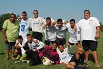 Tým hráčů, který trénuje na hřišti břeclavské Základní školy Slovácká, v sobotním turnaji zvítězil. Odměnou mu bylo kromě radosti vítězů také pět tisíc v hotovosti od hlavního sponzora turnaje.