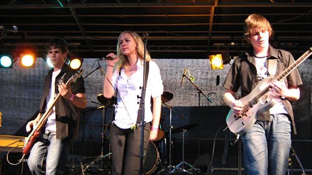 Repertoár pětičlenné hudební skupiny Nechce se nám tvoří převzaté i vlastní rockové písničky s příměsí metalu nebo funky. Mohli je slyšet posluchači nejen v okolí Břeclavi, ale i v Brně nebo Praze.