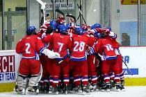 Česká hokejová osmnáctka postoupila na memoriálu Ivana Hlinky přes Rusy do semifinále.