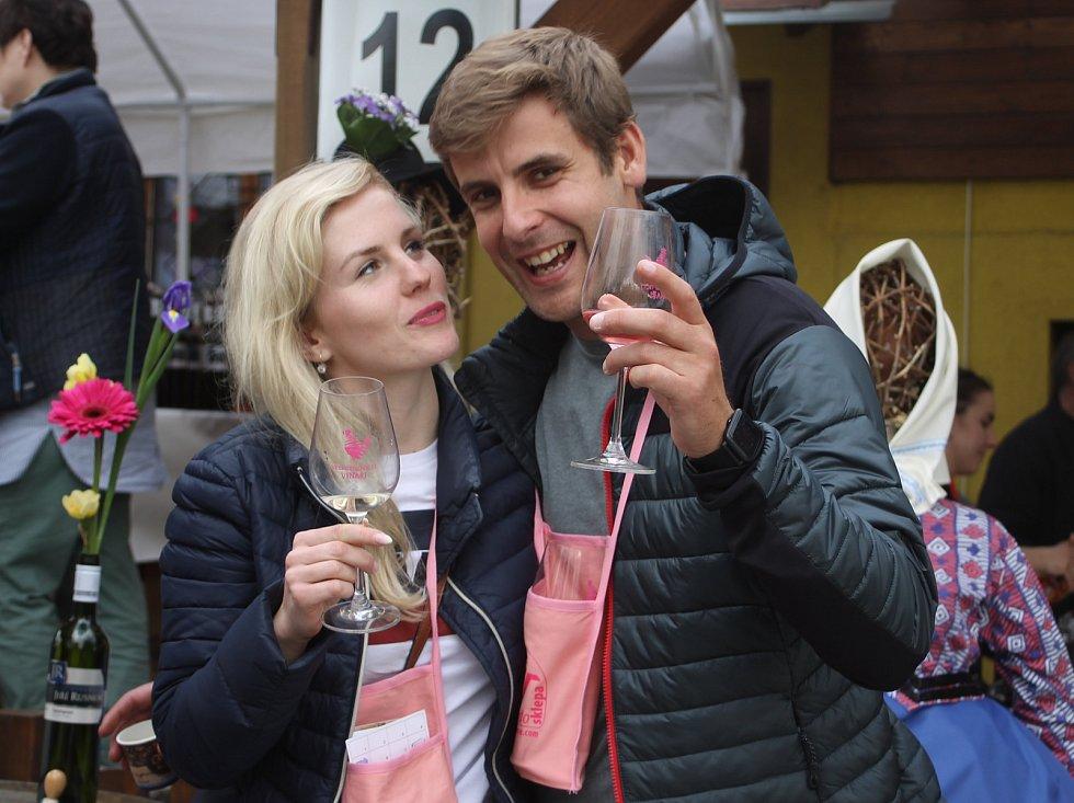 Čtrnáctý ročník putování za vínem Ze sklepa do sklepa ve Velkých Bílovicích byl rekordní.