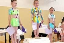 Celé stupně vítězů zabraly nejmladší Břeclavanky v základním programu. Zleva Anastasia Komarová, Stanislava Kaňová a Maria Komarová.