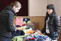 V sále Na Obecní ve Staré Břeclavi uspořádali dětský bazárek. Každá z žen přinesla oblečení nebo hračky. Akci chtějí pořádat dvakrát do roka.