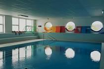 Děti, dospělí i důchodci se mohou těšit na obnovené kurzy ve výukovém bazénu ve Vranovicích.