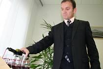 Mladá vína se značkou Svatomartinská otevřeli vinaři ve středu i ve Svobodné spolkové republice Kraví hora.