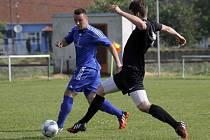 Fotbalisté Lednice (v modrém) podle očekávání porazili Bořetice vysoko 7:0.