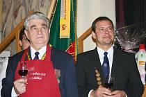Na fotce vlevo prezident na furt Václav Petrásek a nový prezident Stanislav Novák.