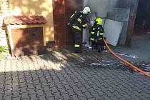 V Šakvicích hasili požár garáže.