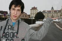 Devatenáctiletý student Daniel Lyčka z Valtic se věnuje zaniklým lichtensštejnským památkám.