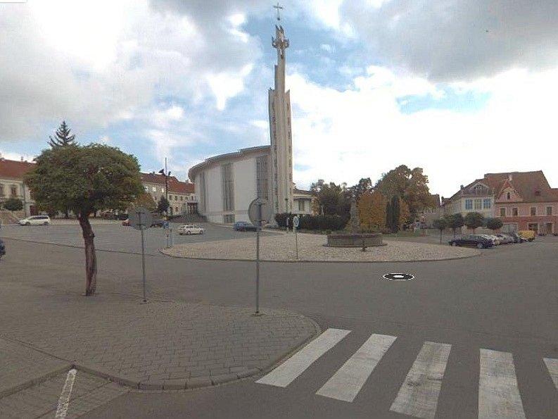 Pohled na Dukelské náměstí v Hustopečích. Ilustrační foto.