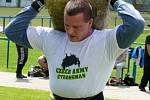 Břeclavský fotbalový stadion obsadili v neděli siláci záchranných složek. Bojovali o titul Strongmana.