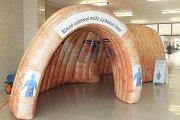 Břeclavská nemocnice slavila ve středu pětadvacet let, dnem otevřených dveří. Zájemci si prošli i model tlustého střeva.