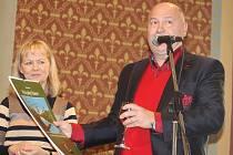 Břeclavský malíř Antonín Vojtek v sobotu pokřtil v synagoze svůj další kalendář i pokračování své knihy. Jako host přijel i slavný zpěvák Michal David.