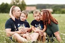 Alena Polášková s manželem Martinem a syny Markem a Míšou.Foto: se svolením Aleny Poláškové