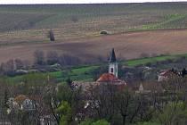 Kostel svatého Stanislava Kostky v Úvalech u Valtic.