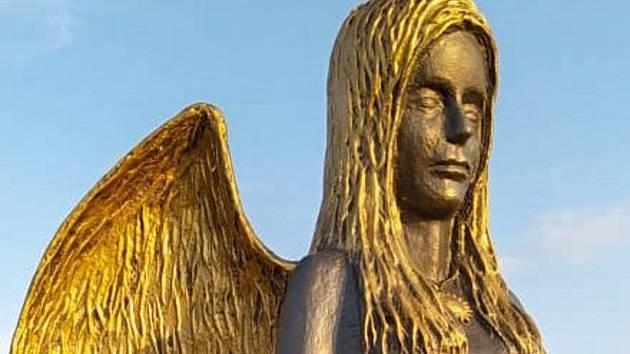 Od roku 2018 stojí nedaleko Dolních Věstonic cestou na Děvín Pálavský anděl lásky.