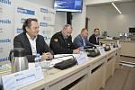 Setkání se starostou v Mikulově. Zleva: mikulovský starosta Rostislav Koštial, Jiří Hamerník, velitel městské policie Mikulov.