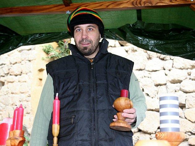 Rodák z Velkých Bílovic prodával své výrobky i na vánočním jarmarku na Janohradě.