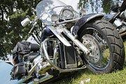 Návštěva Euro Bike Festu v Pasohlávkách nabízí pohled na nevšední motorky i doplňky jezdců. Příchozí si mimo jiné vychutnávají koncerty nebo souboje bijců ve středověké zbroji.