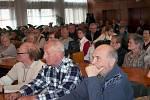 Zasedací místnost břeclavské radnice zaplnily v pondělí odpoledne desítky zejména starších lidí. Přišli diskutovat o zdravotní, sociální a důchodové reformě. Břeclavský svaz důchodců na ni pozval politiky ze všech parlamentních stran. Hájit vládní reformy