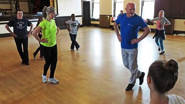 Břeclavský folklorista Jaroslav Švach strávil tři týdny ve Spojených státech amerických. Vyučoval tam tance z regionu.