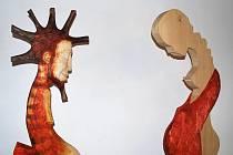 Linoryty a dřevěné plastiky autora Tomiše Zedníka zdobí břeclavskou Galerii 99.