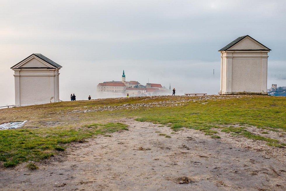 Unikátní snímky Mikulova a okolí z vrcholu Svatého kopečka.