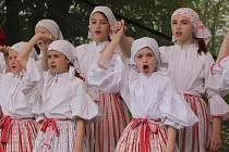 Novoveští oslavili první máj tradiční akcí Den lidových řemesel. Letos i se školou tance.