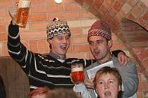 """Netradiční podobu České mše vánoční si v myslivně premiérově """"střihl"""" velkobílovický sbor s orchestrem v roce 2010."""